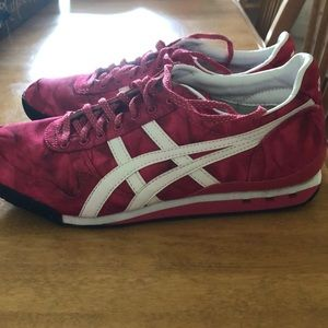 Onitsuka Tiger by ASICS pink shoes size 10